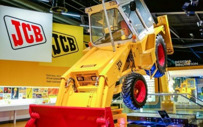 Възстановяване на Багер –товарач  JCB 1 , произведен преди повече от 55 години.