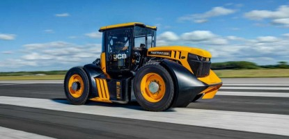 JCB WFT Fastrac, the fastest tractor in the world